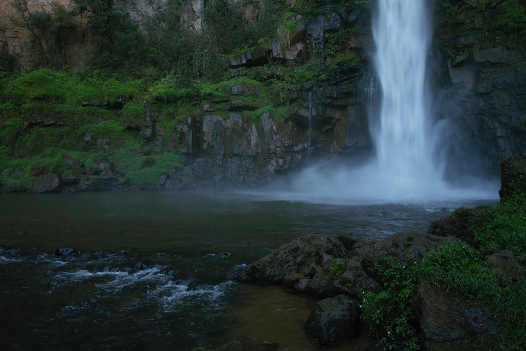 lone creek waterfall near dullstroom